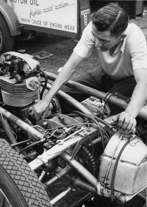 Stuart Lewis Evans works on Cooper Norton 1955.jpg (38756 bytes)