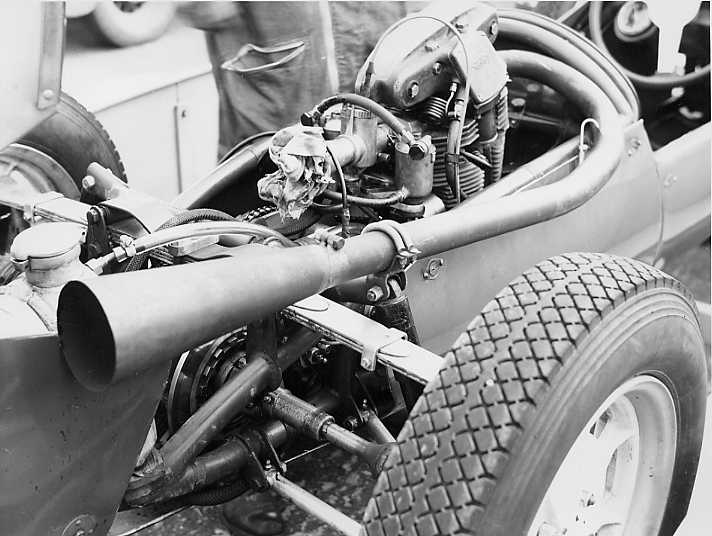 Engine view of Cooper Mk9 Norton may 55.jpg (49796 bytes)
