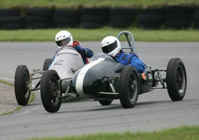 James and Mike at Anglesey.jpeg (21329 bytes)