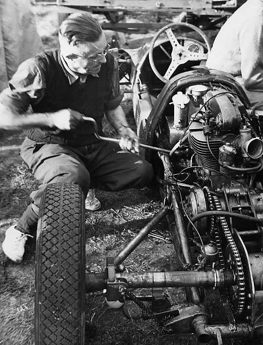 Clive Lones works on car 1955.jpg (63571 bytes)
