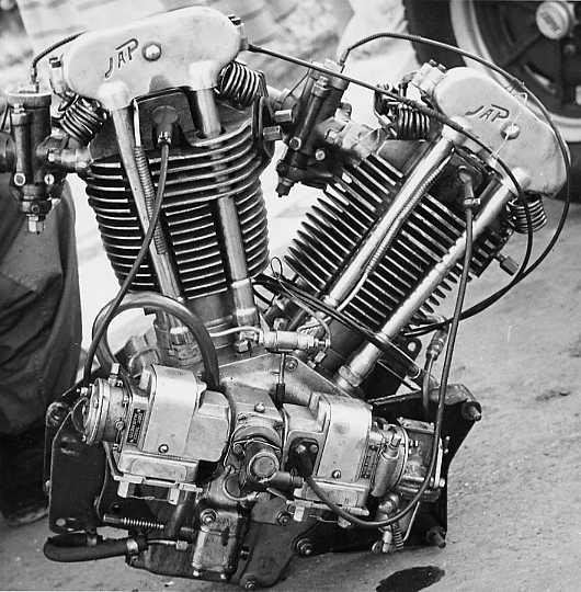 JAP 1100 Vtwin engine.jpg (53188 bytes)