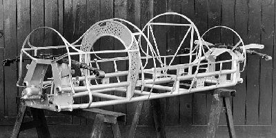 JP - chassis.JPG (28168 bytes)