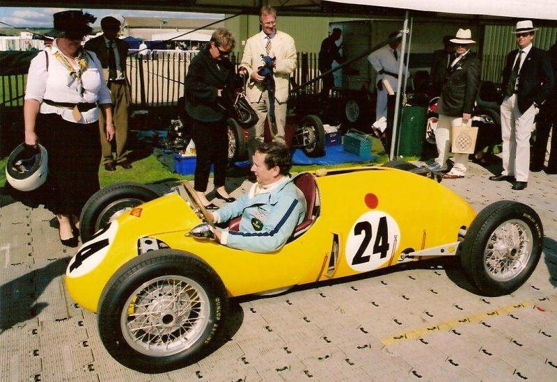 Rodney in Kieft at paddock Goodwood 2005.jpg (115618 bytes)