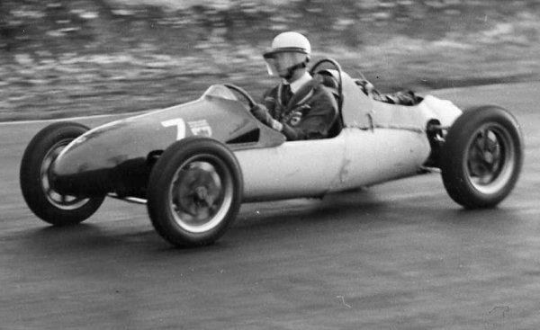 Lewis Evans in Mk8 Brands 1954.jpg (36737 bytes)