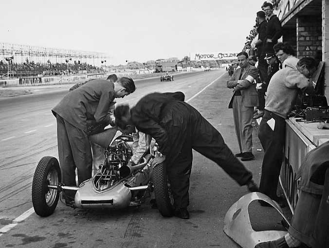 Martin in pits Silverstone 100 Sept 55.jpg (42063 bytes)
