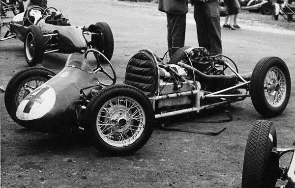 Staride Norton less body at Brands 1955.jpg (66849 bytes)